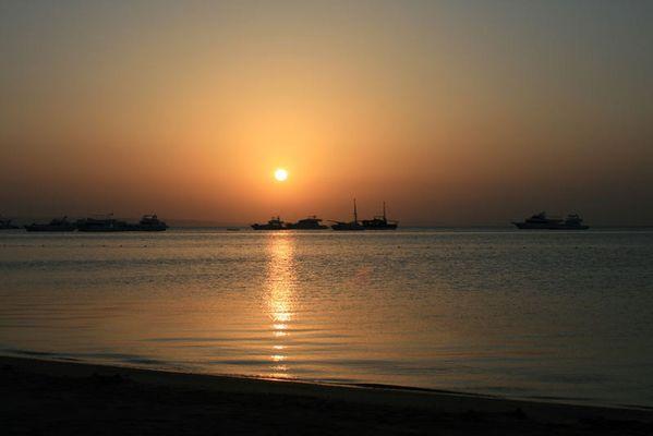 Sonnenaufgang am Roten Meer