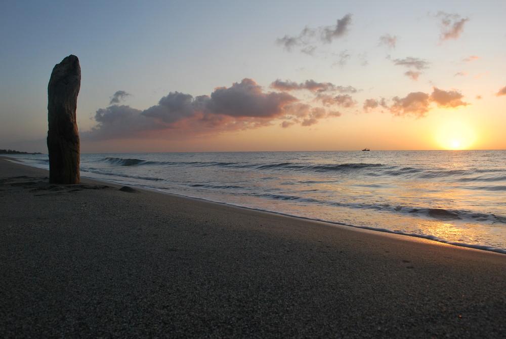 sonnenaufgang am strand auf korsika ii foto bild. Black Bedroom Furniture Sets. Home Design Ideas