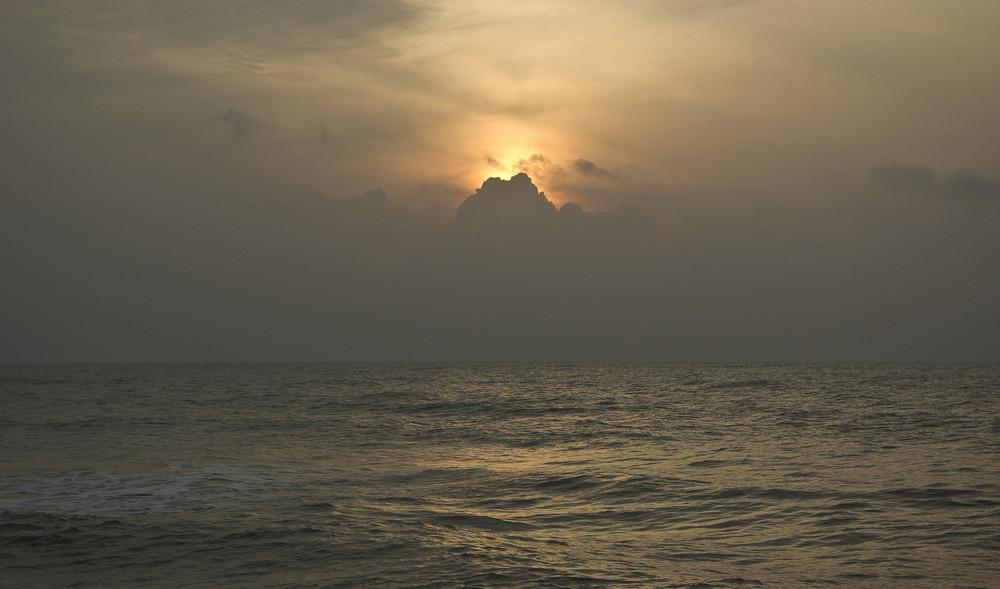 Sonnenaufgang am südchinesischen Meer