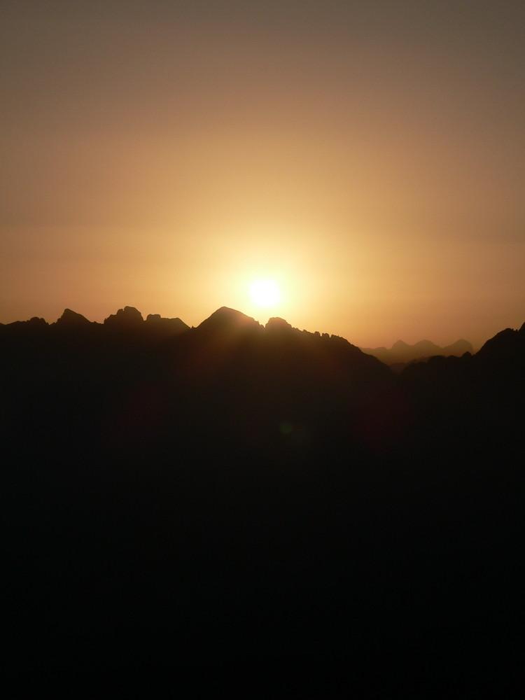 Sonnenaufgang am Weißhorn im Eggental