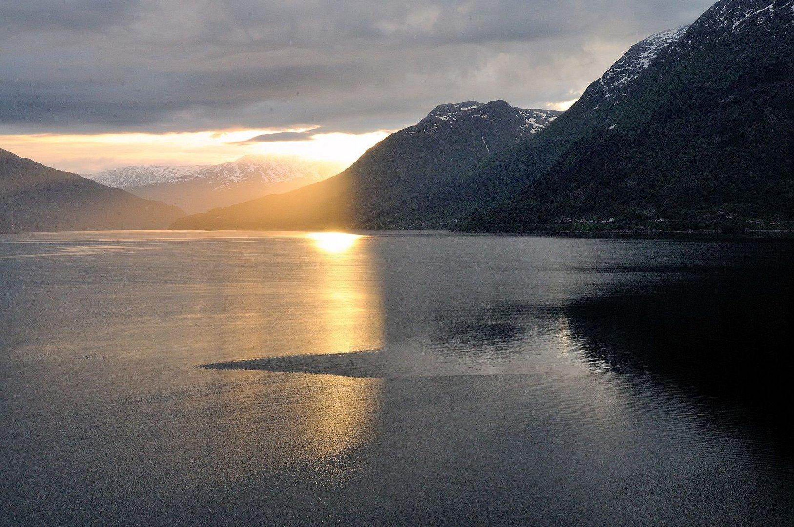 Sonnenaufgang an Deck der AIDA-Luna - Hardangerfjord Norwegen-