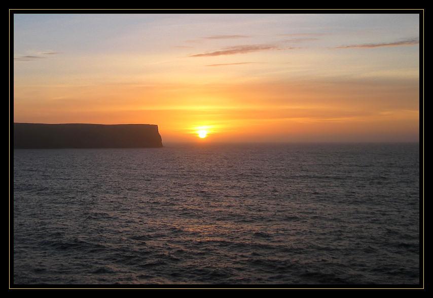 Sonnenaufgang an den Feröerinseln