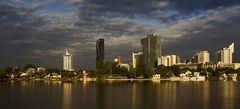 Sonnenaufgang an der Alten Donau in Wien