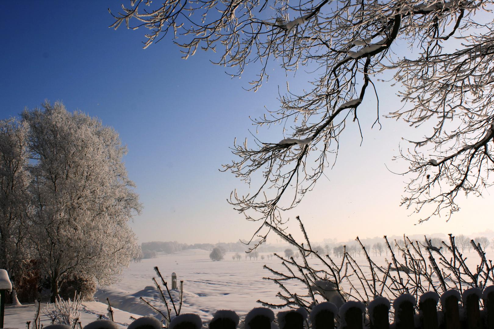 Sonnenaufgang an einem kalten Wintertag