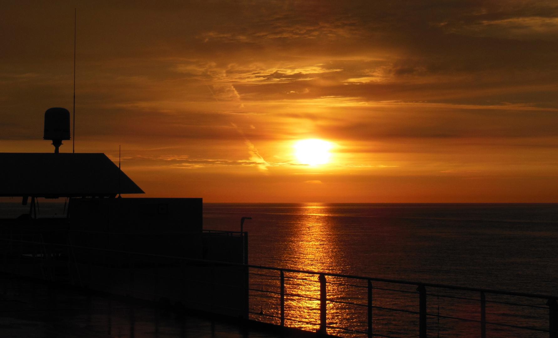 Sonnenaufgang auf dem Schiff