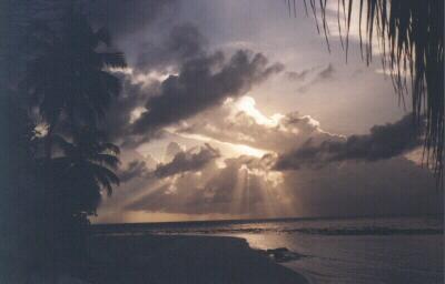 Sonnenaufgang auf Embudu/Malediven