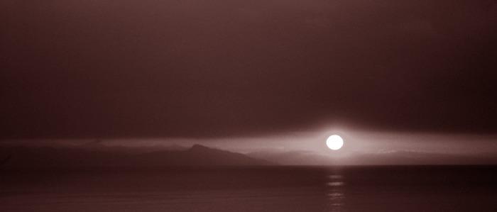 Sonnenaufgang bei Varazze über Genua
