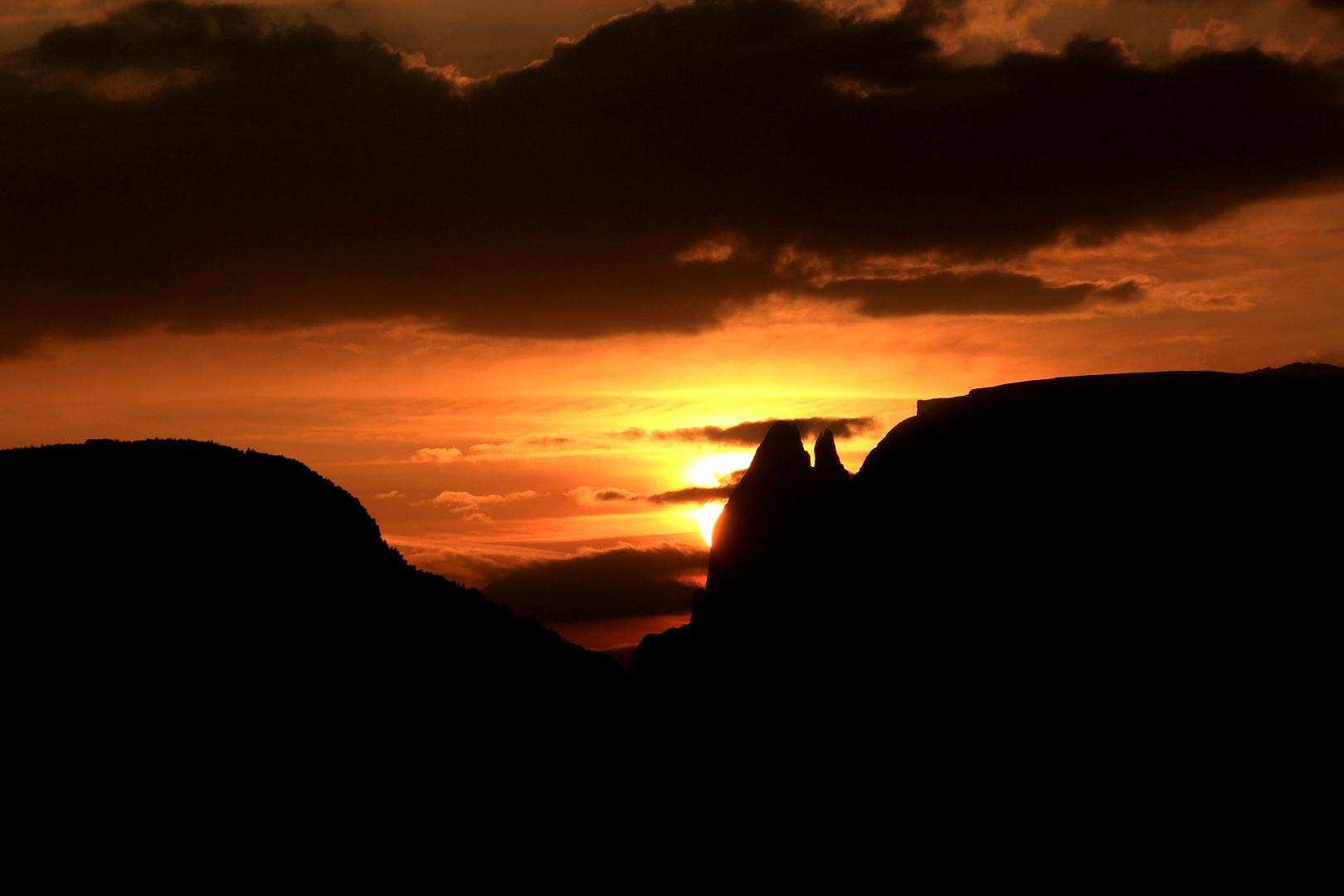 Sonnenaufgang hinter dem Schlern