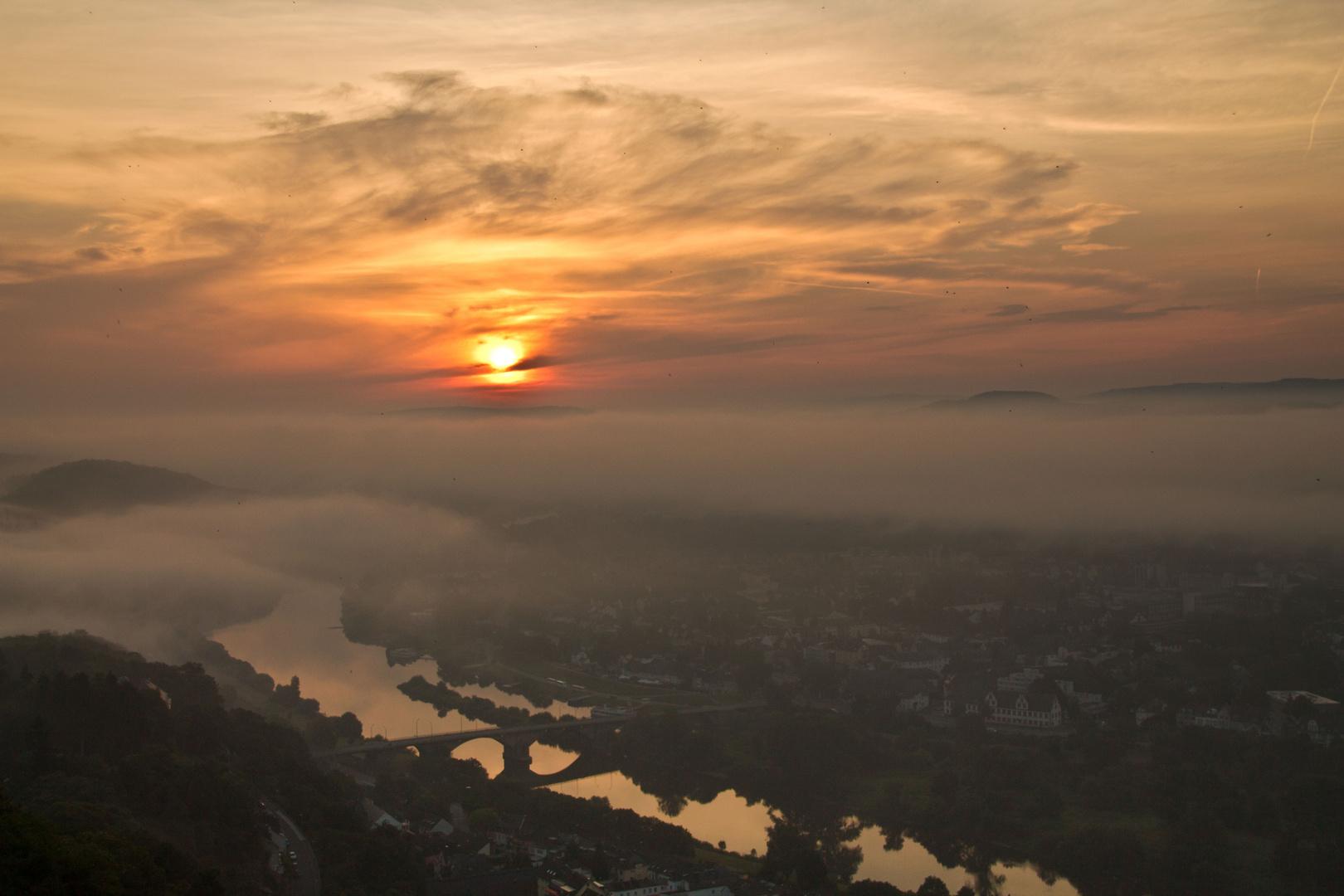 Sonnenaufgang hoch über Trier