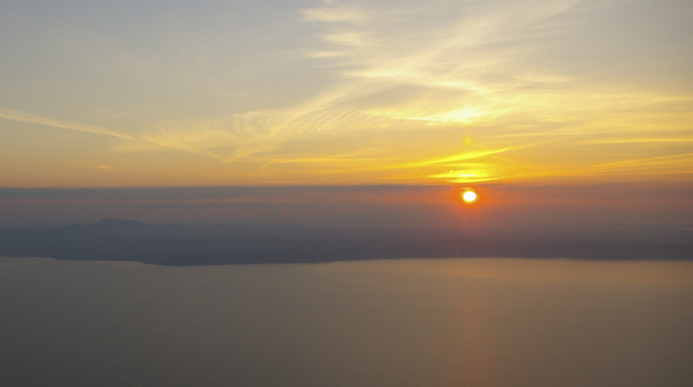 Sonnenaufgang im Flugzeug