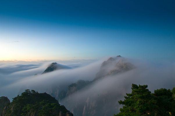 Sonnenaufgang im Huang Shan Gebirge