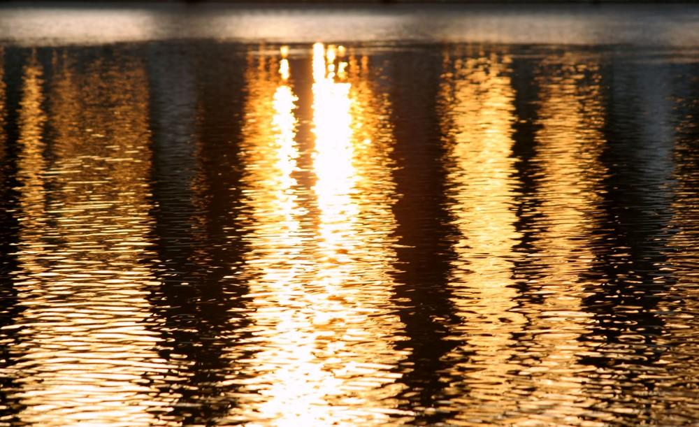 Sonnenaufgang im Wasserspiegel