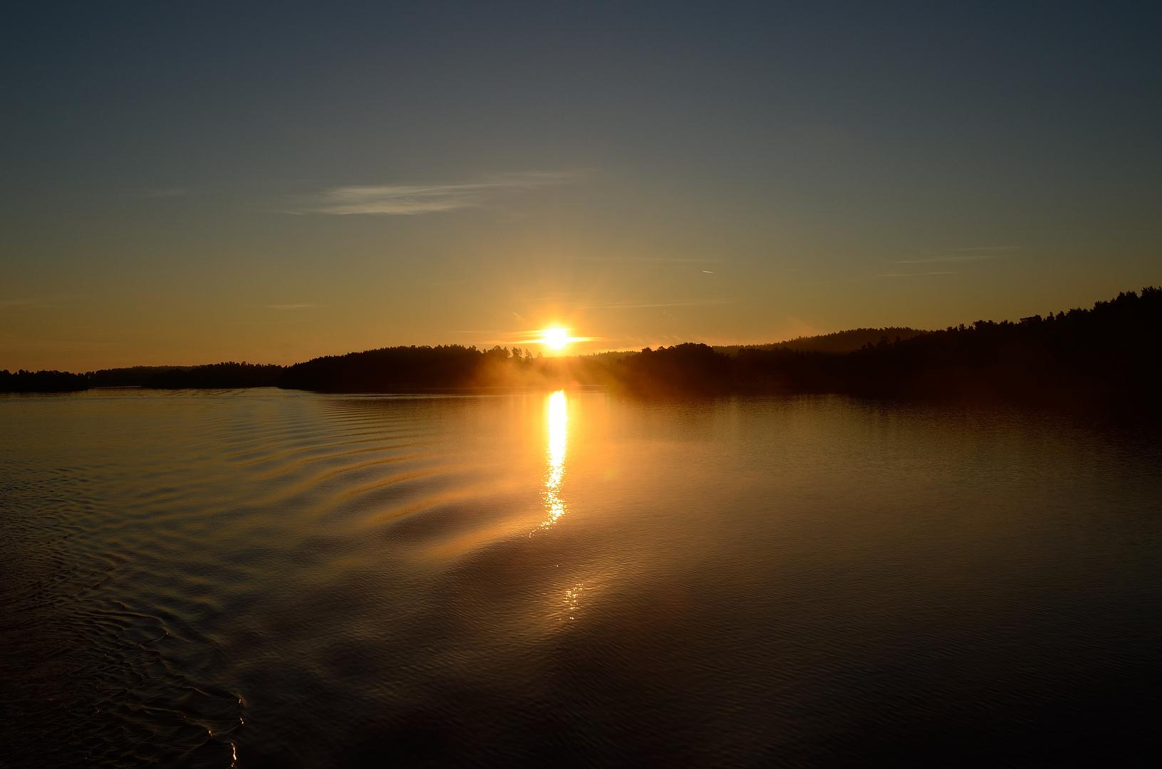 Sonnenaufgang in den Schären