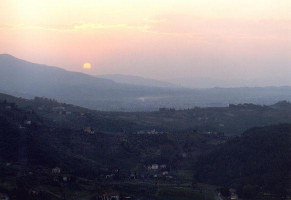 Sonnenaufgang in den Weinbergen um Lucca