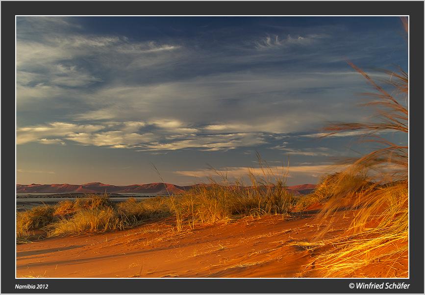 Sonnenaufgang in der Namib bei Sossusvlei