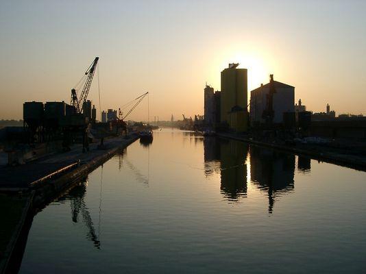 Sonnenaufgang in Hamm am Hafen