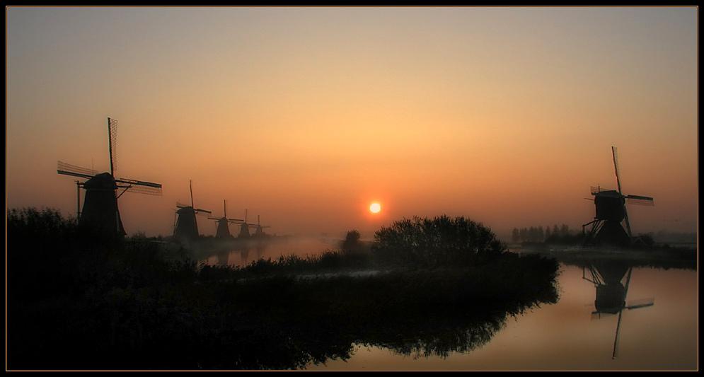 Sonnenaufgang in Kinderdijk