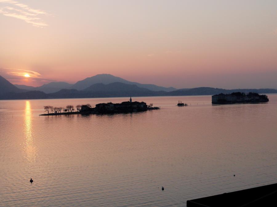 "Sonnenaufgang ""Isola Pescatore + Isola Bella"""
