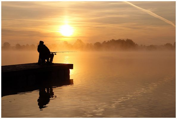 Sonnenaufgang mit Angler