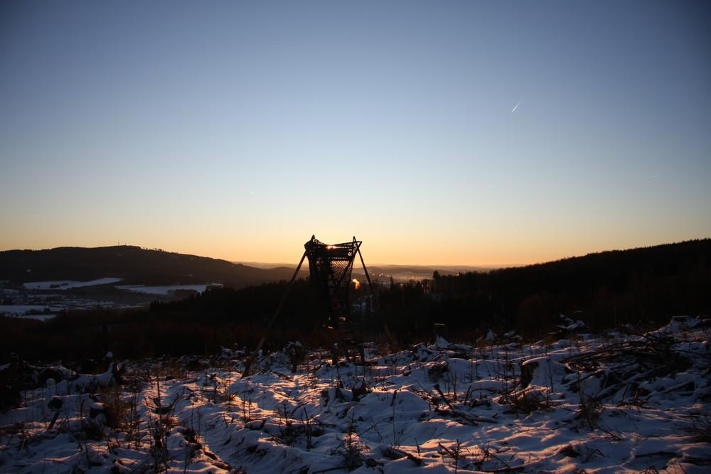 Sonnenaufgang mit Hochsitz