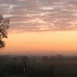 Sonnenaufgang mit Windrädern
