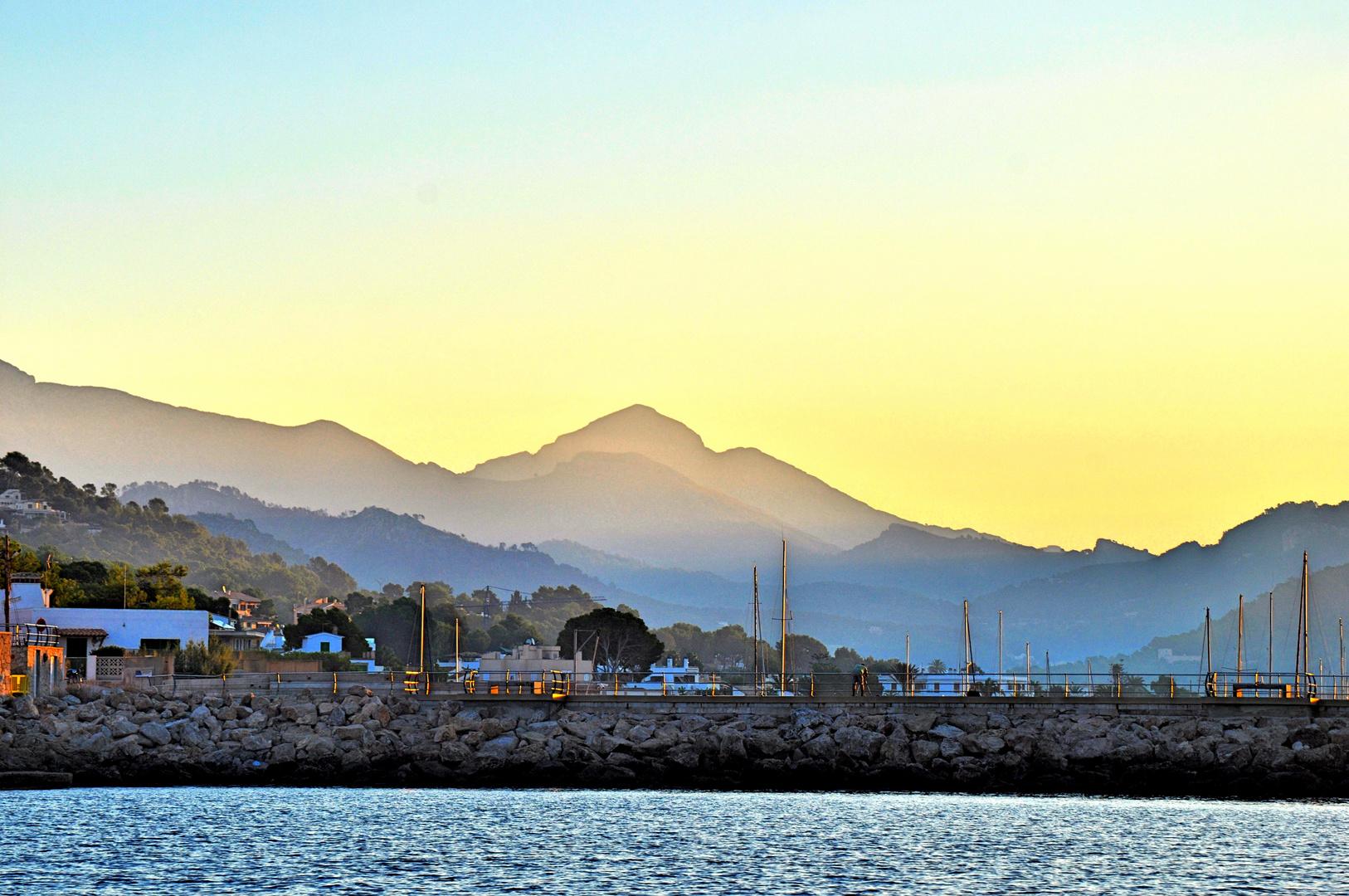 """Sonnenaufgang """"Port De Andratx / Mallorca"""" vom Boot aus geschossen"""