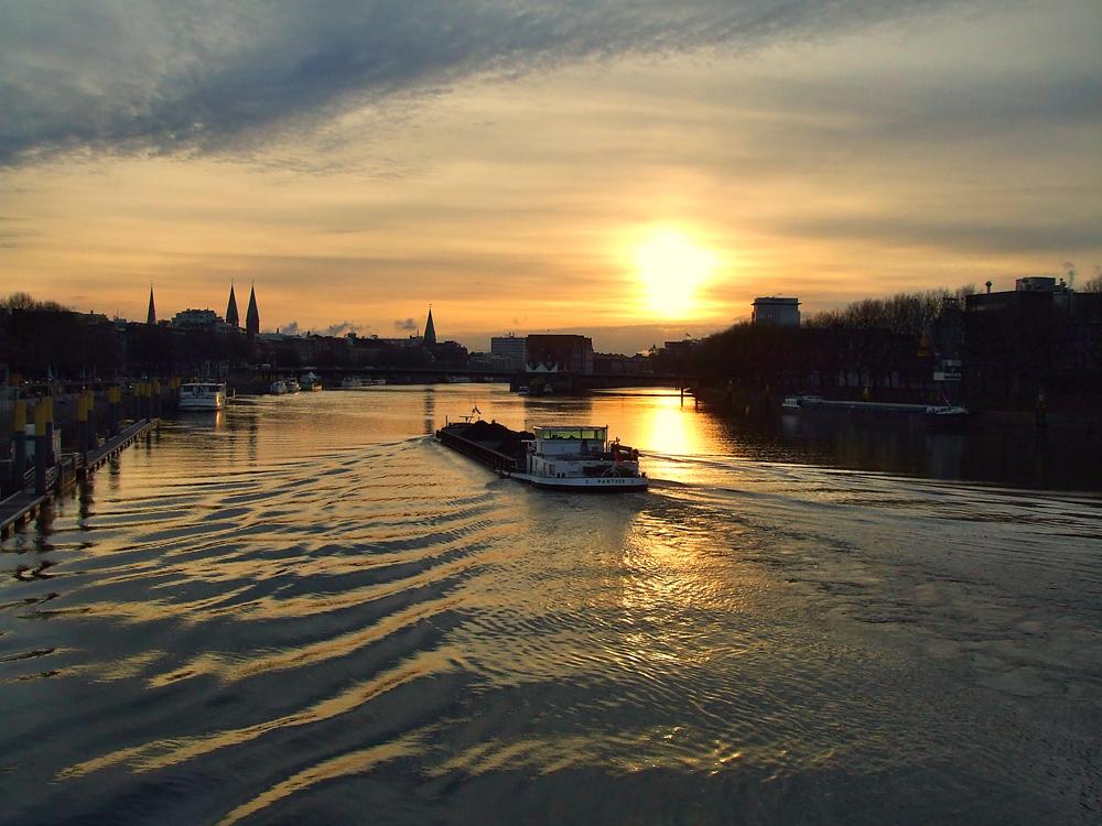 Sonnenaufgang über Bremen