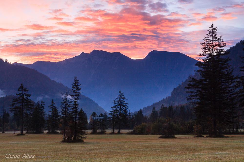 Sonnenaufgang über dem Estergebirge
