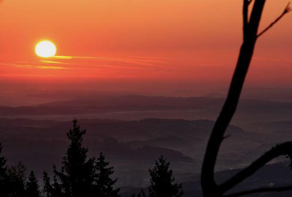 Sonnenaufgang über dem Grazer Vorland