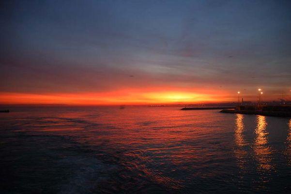 Sonnenaufgang über dem Hafen von Casablanca