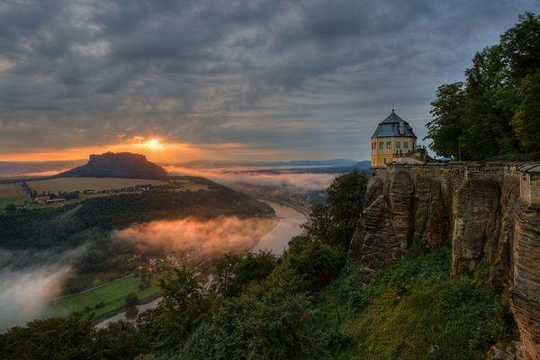 Sonnenaufgang über dem Lilienstein (3)