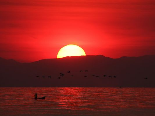 Sonnenaufgang über dem Malawisee