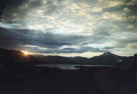 Sonnenaufgang über dem Mondsee bei Salzburg
