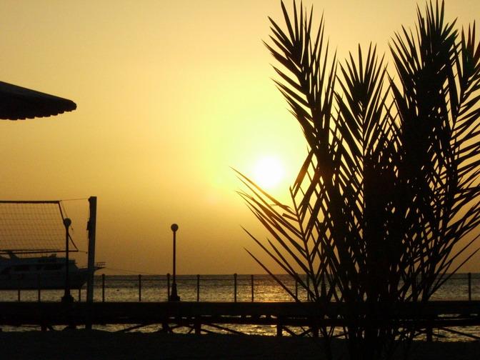 Sonnenaufgang über dem roten Meer in Ägypten