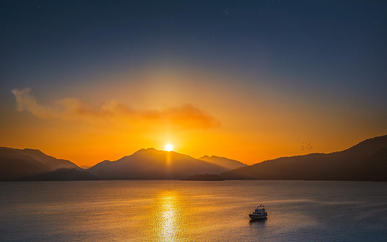 Sonnenaufgang über den Bergen von Marmaris