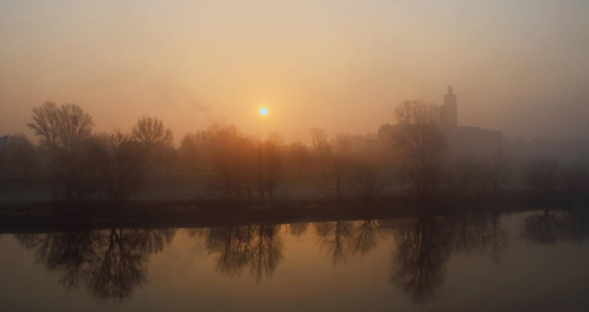 Sonnenaufgang über der Elbe