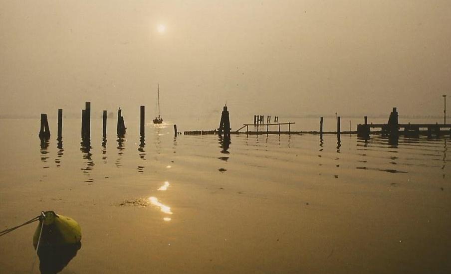 Sonnenaufgang über der Ostsee im leeren Yachthafen !