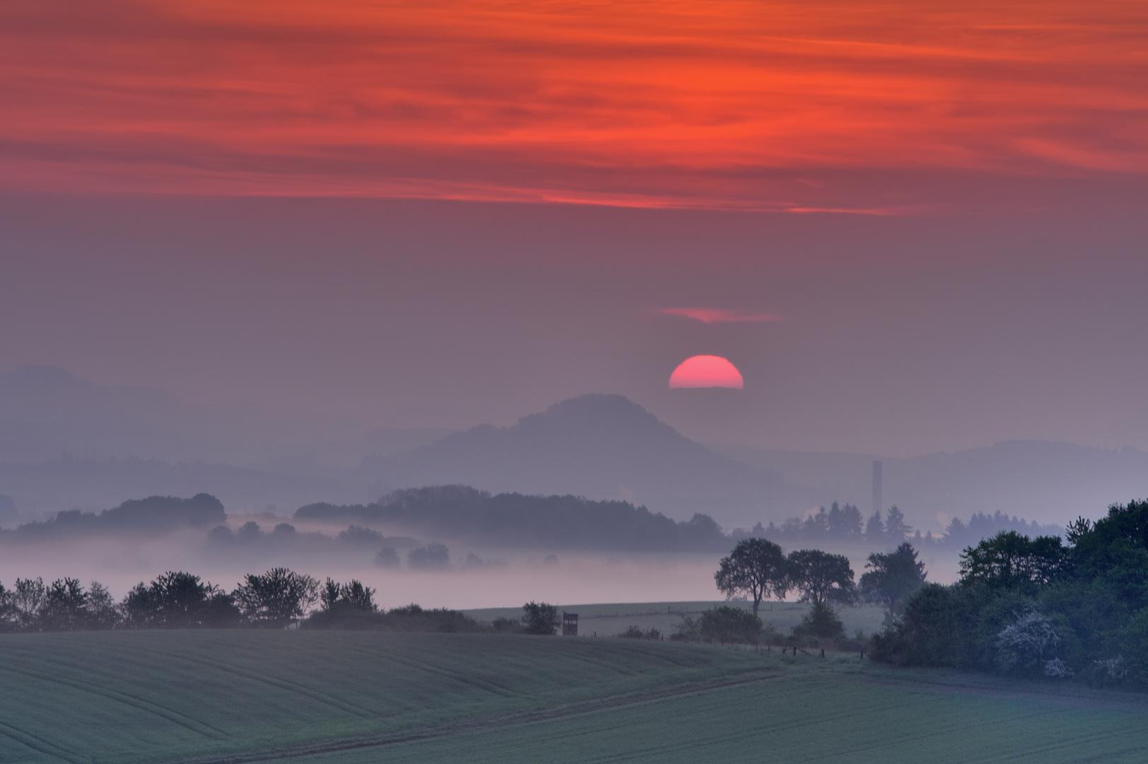 *Sonnenaufgang über der Wittlicher Senke II*