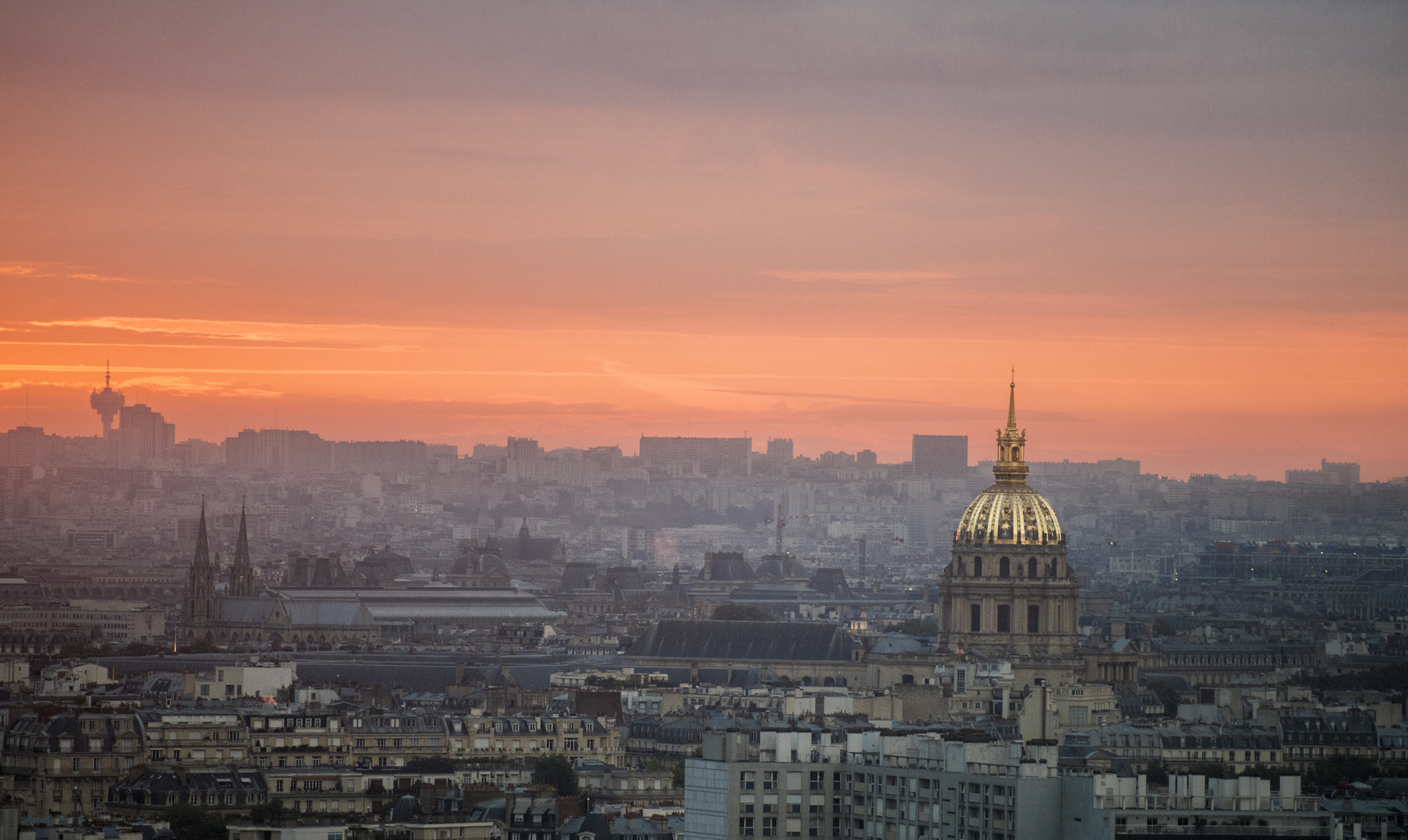 Sonnenaufgang über Paris