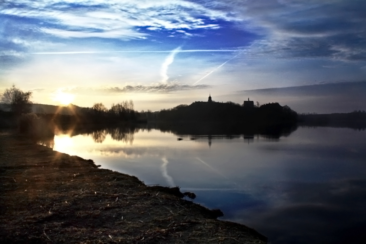 Sonnenaufgang über Schloss Seeburg