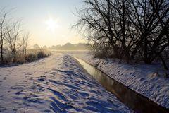 Sonnenaufgang über Schnee