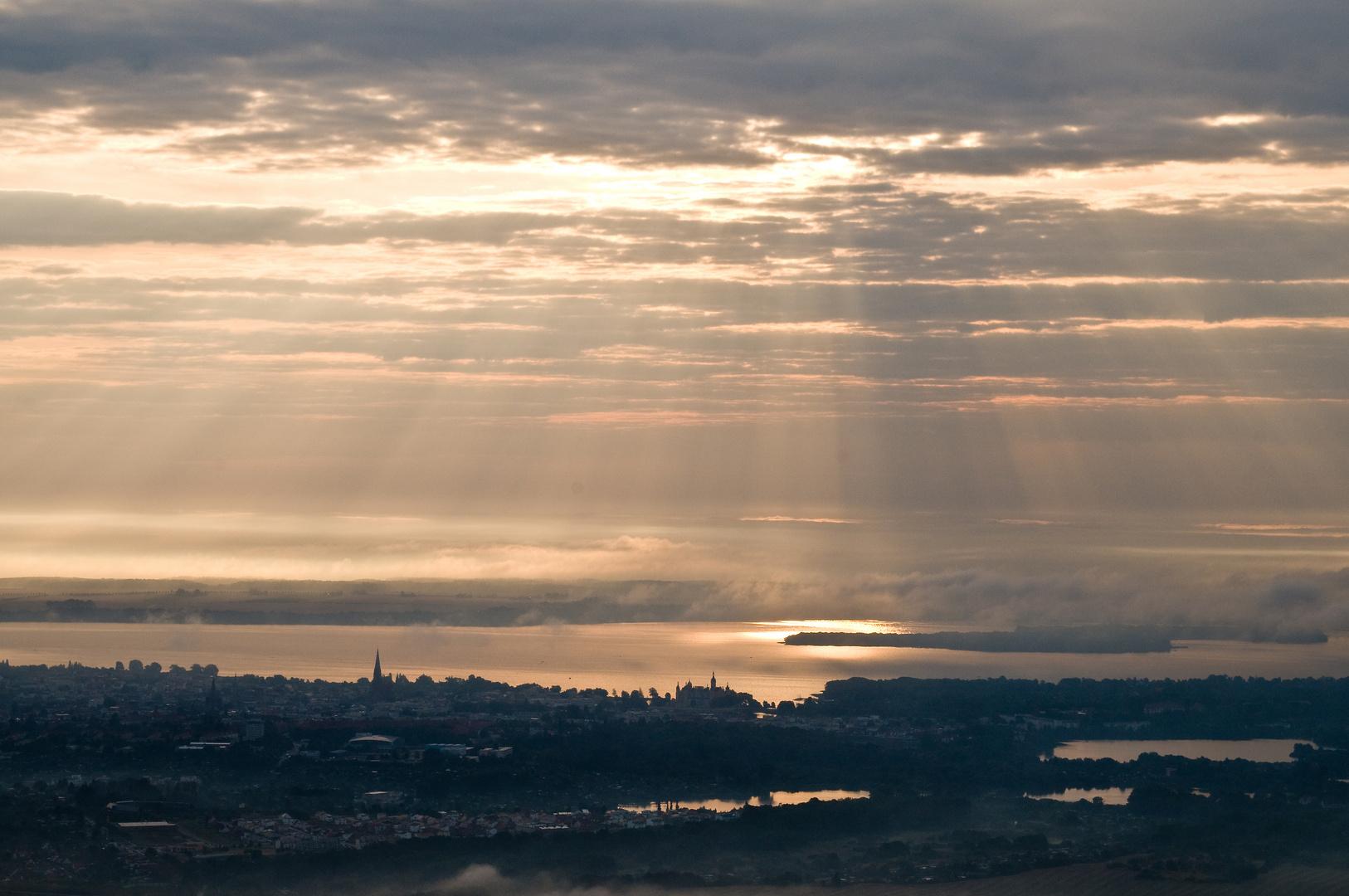 Sonnenaufgang über Schwerin