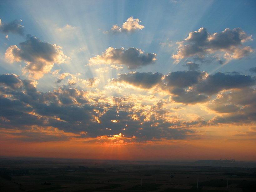 Sonnenaufgang vom Heißluftballon aus