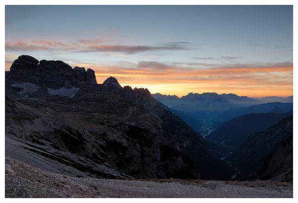 Sonnenaufgang von der Auronzo- Hütte gesehen