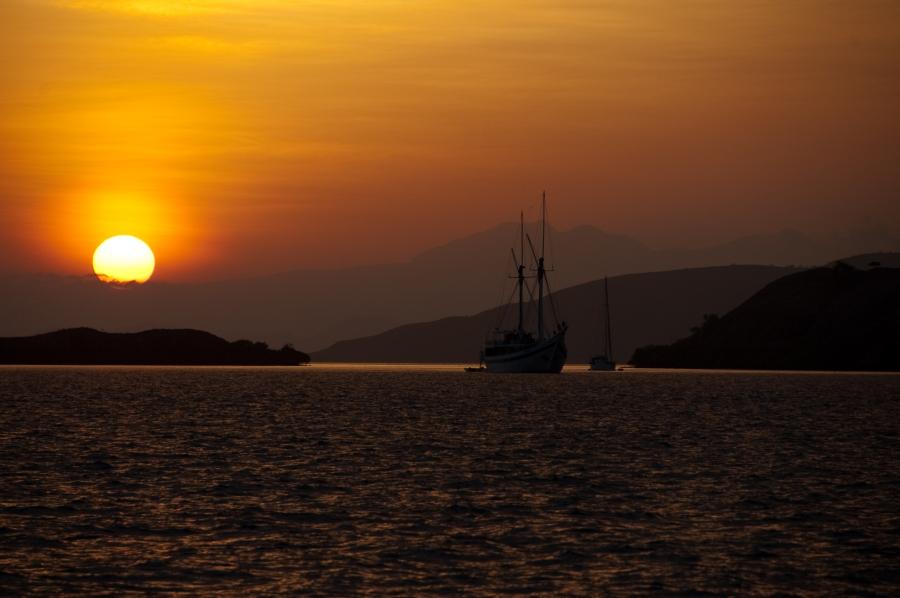 Sonnenaufgang vor Komodo