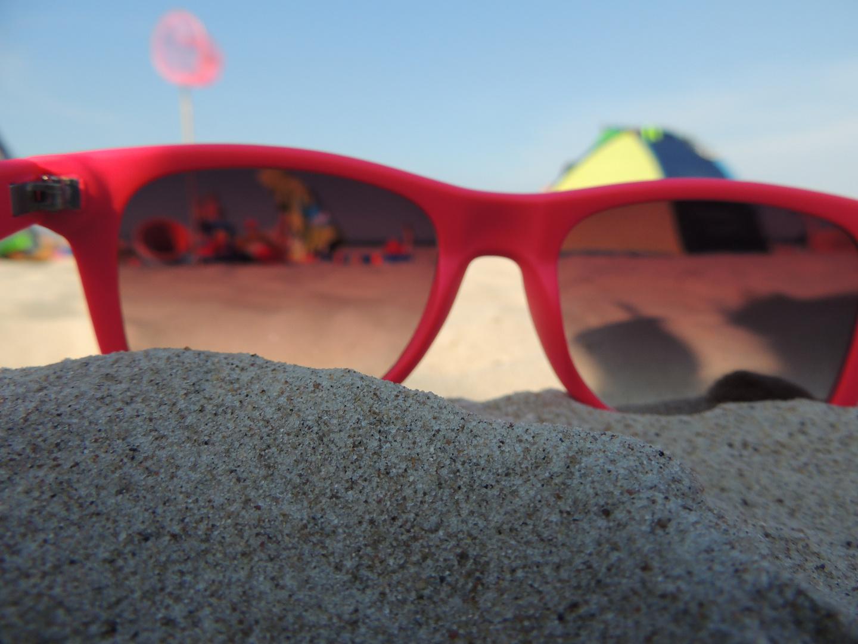 Sonnenbrille mit Sandstrand