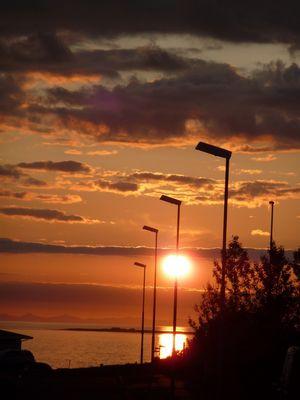 """Sonnenlaterne in Abendstimmung """"zu Hause"""" in Hafnarfjörður im Juni 2009"""