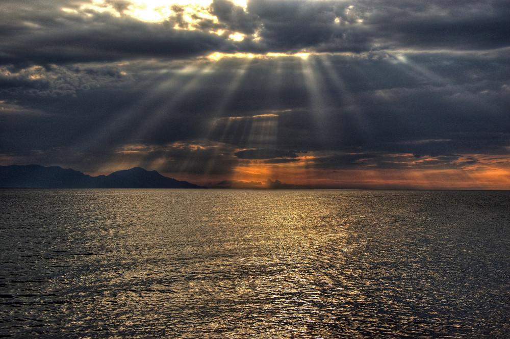 Sonnenschein durch die Wolken