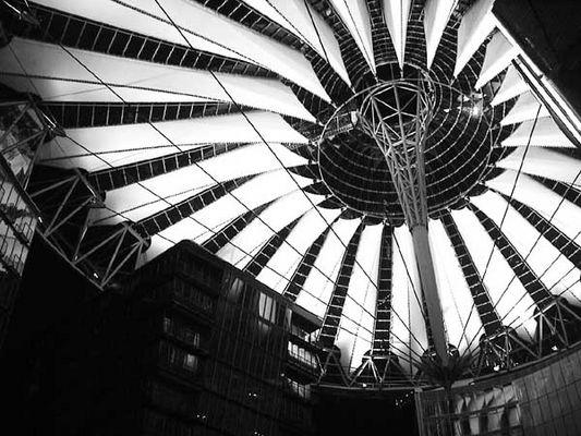 Sonnensegel im Sonycenter Berlin