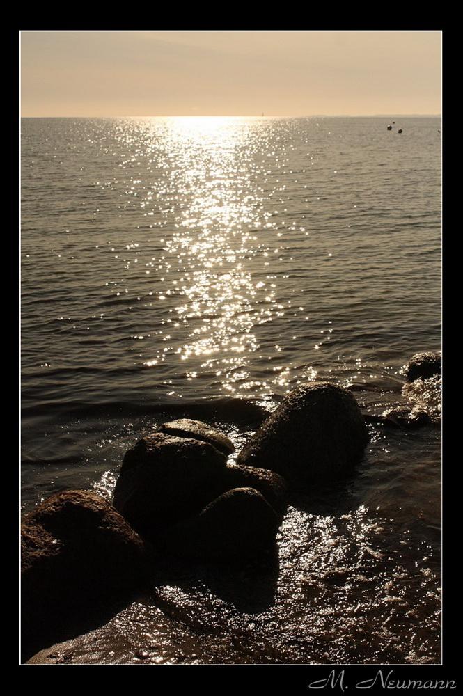 Sonnenspiegelung im Wasser